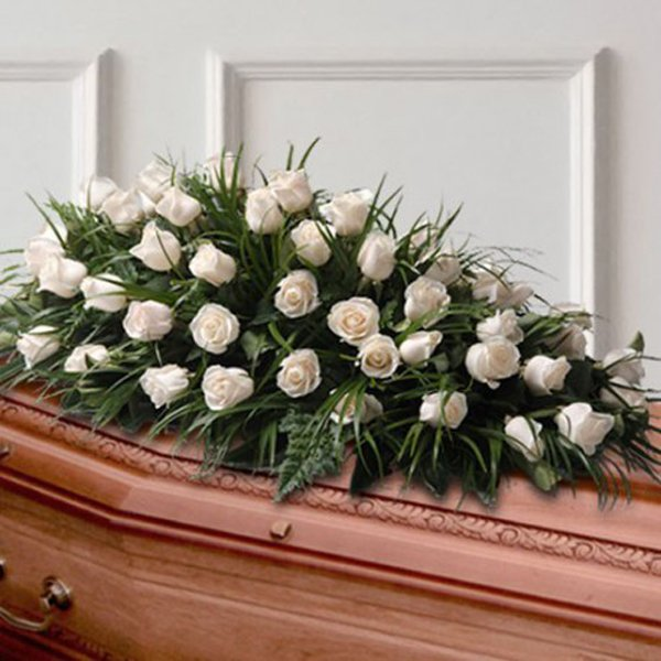 fiori bianchi sul bara