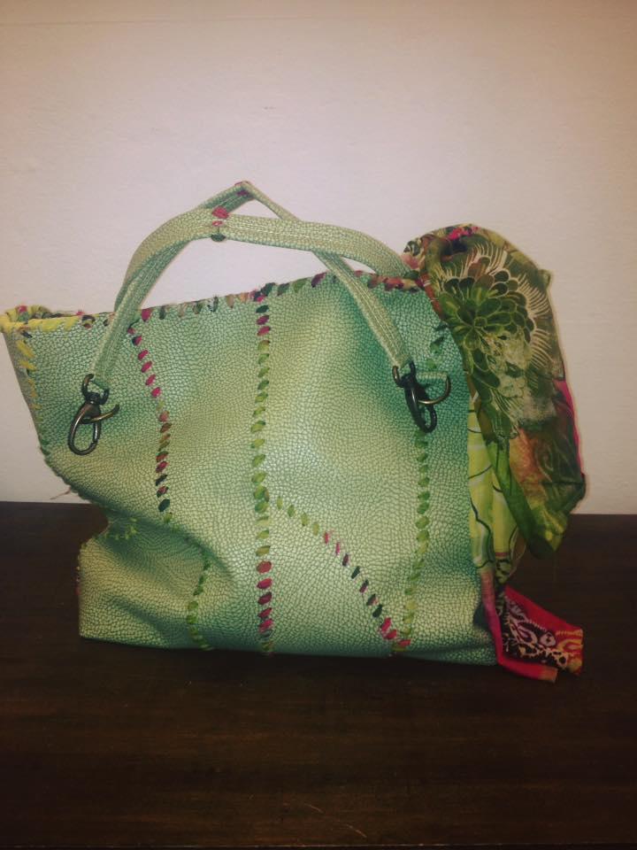 Capi fatti a mano di Antonia a Imola, borsa di vela verde