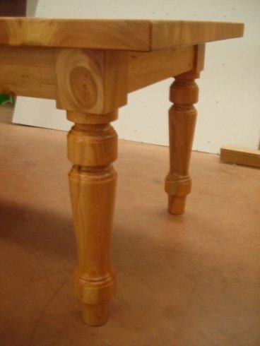Tavoli, banche, pareti e pavimenti di legno