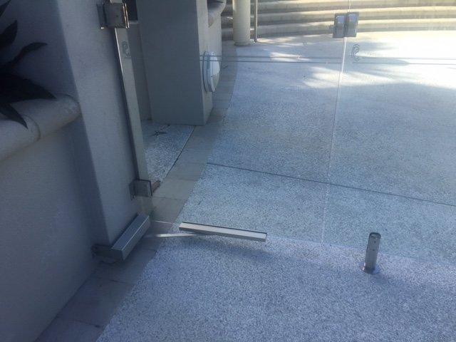 door holder mechanism