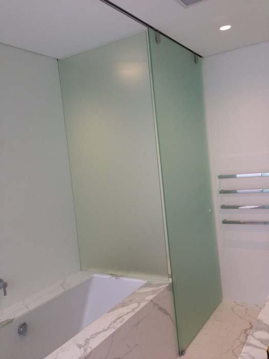 glass bath divider