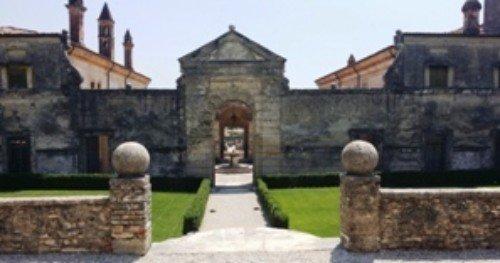 Lavoro di ricostruzione in Villa della Torre Allegrini a Valpolicella