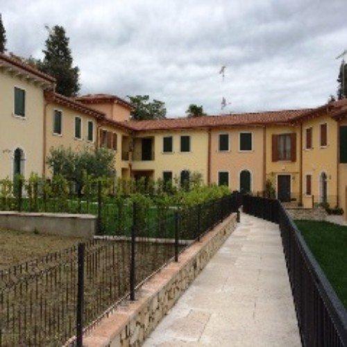 Case nuove costruite per integrarsi nell'ambiente