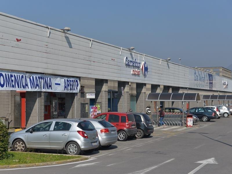 Parcheggio negozio