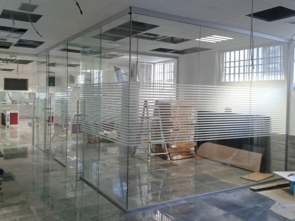 pareti di vetro per ufficio