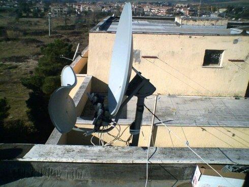 Fissaggio antenna con tiranti a parete