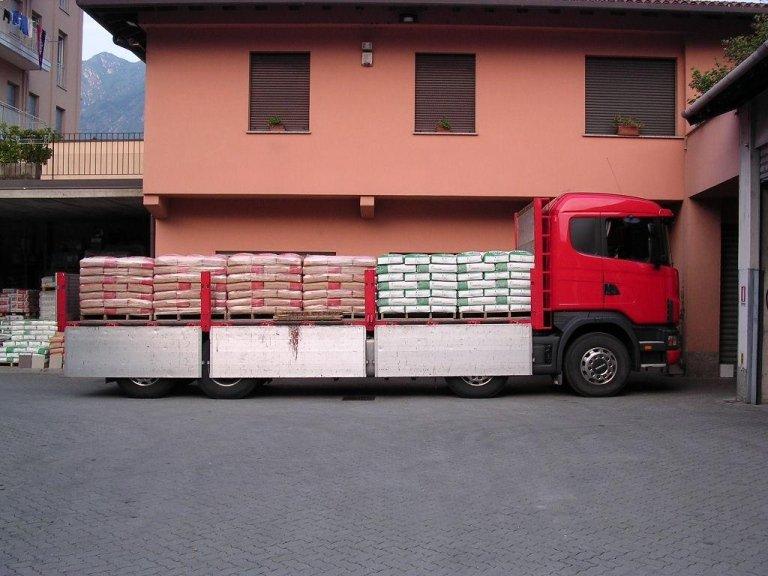 carico materiale edile