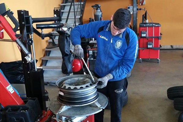 riparazione di cerchio di trattore