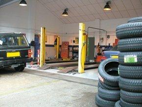 Car mechanics lift