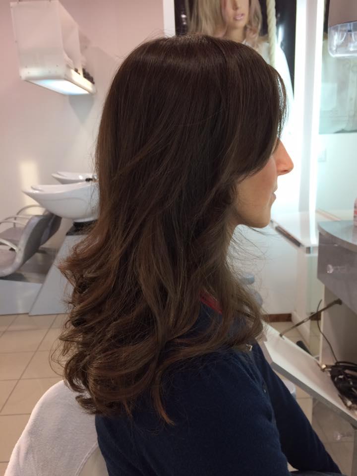 capelli scalati lunghi e leggermente mossi