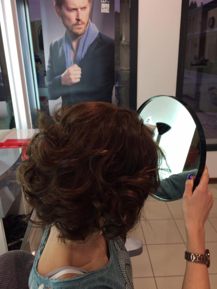 capelli mossi e corti