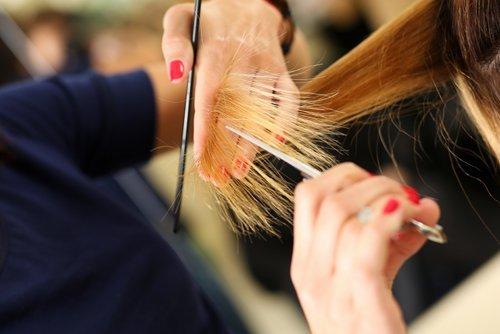 Taglio e piega capelli