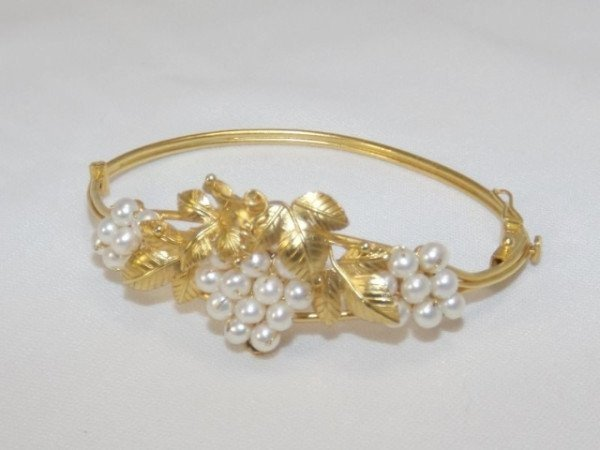 18 carat gold and pearl bracelet
