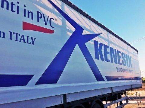 Telo laterale in pvc; laterali in PVC; PVC bianco, automezzo; ; tetto in PVC; grafica; scritta