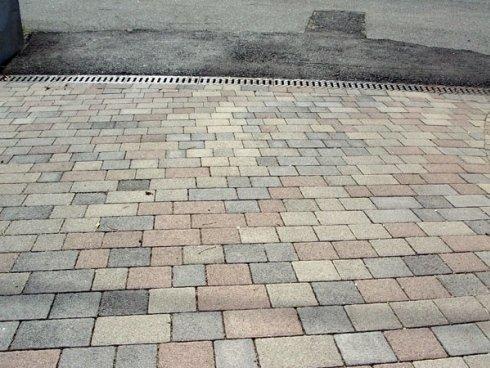 Pavimentazione con autobloccante cls