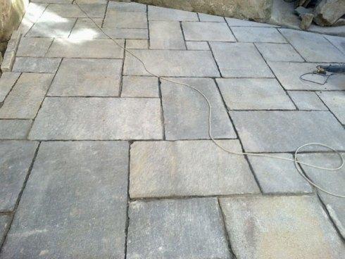Pavimentazione in pietre naturali: lastre di luserna