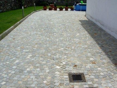 Pavimentazione in pietre naturali: blocchetti di luserna