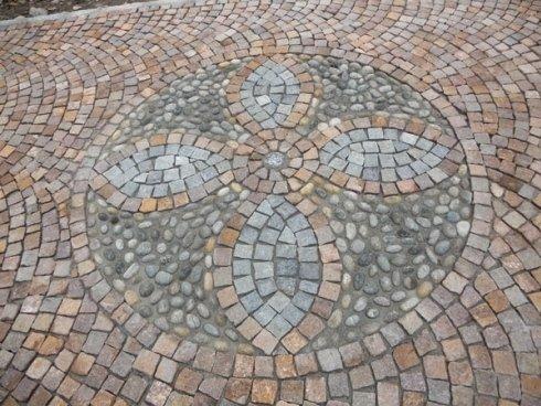 Pavimentazione esterna in pietre naturali - porfido e luserna