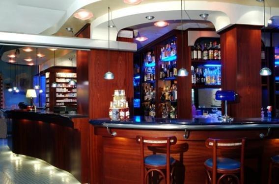 arredamento classico bar