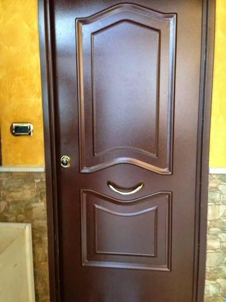 Porta di legno con serratura di alta sicurezza