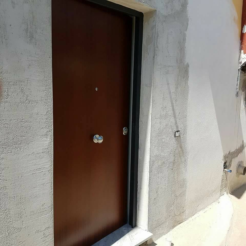 Modello di porta blindato