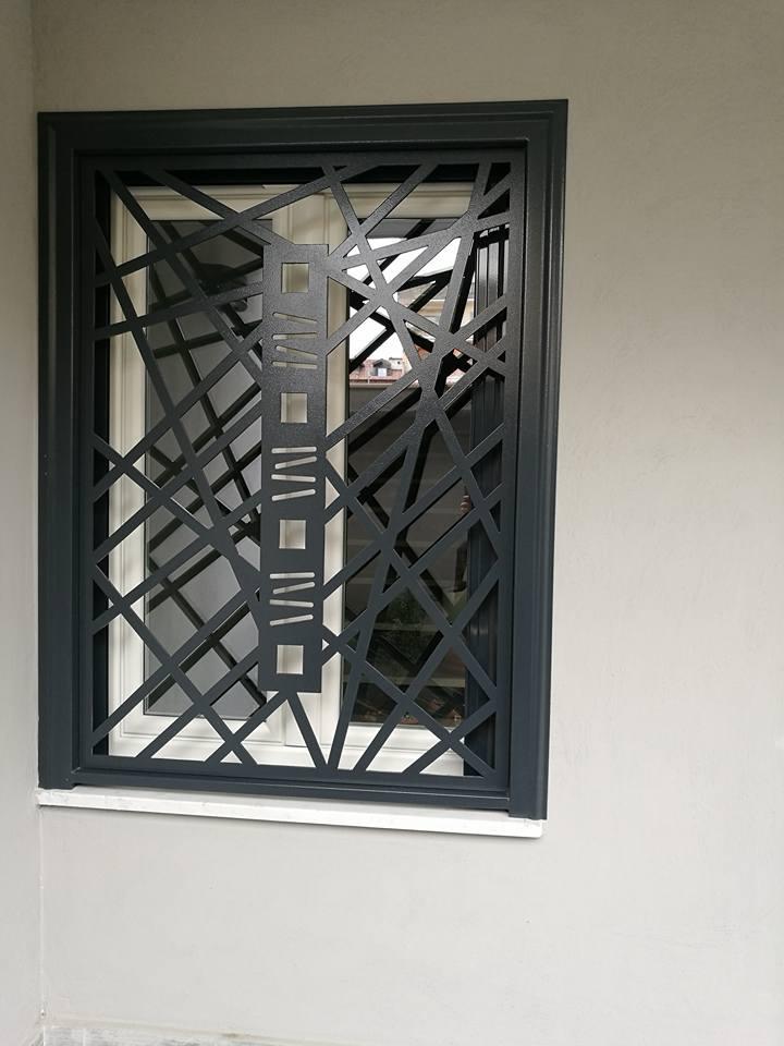 Bella griglia di protezione di finestra