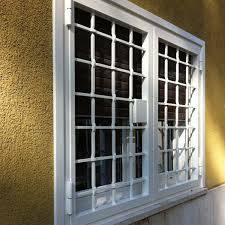 Protezione di finestra bianca di doppio foglio