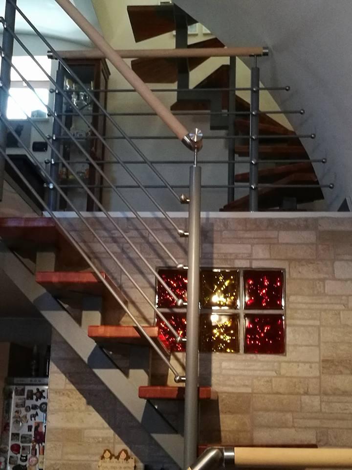 Scala interna di acciaio e legno