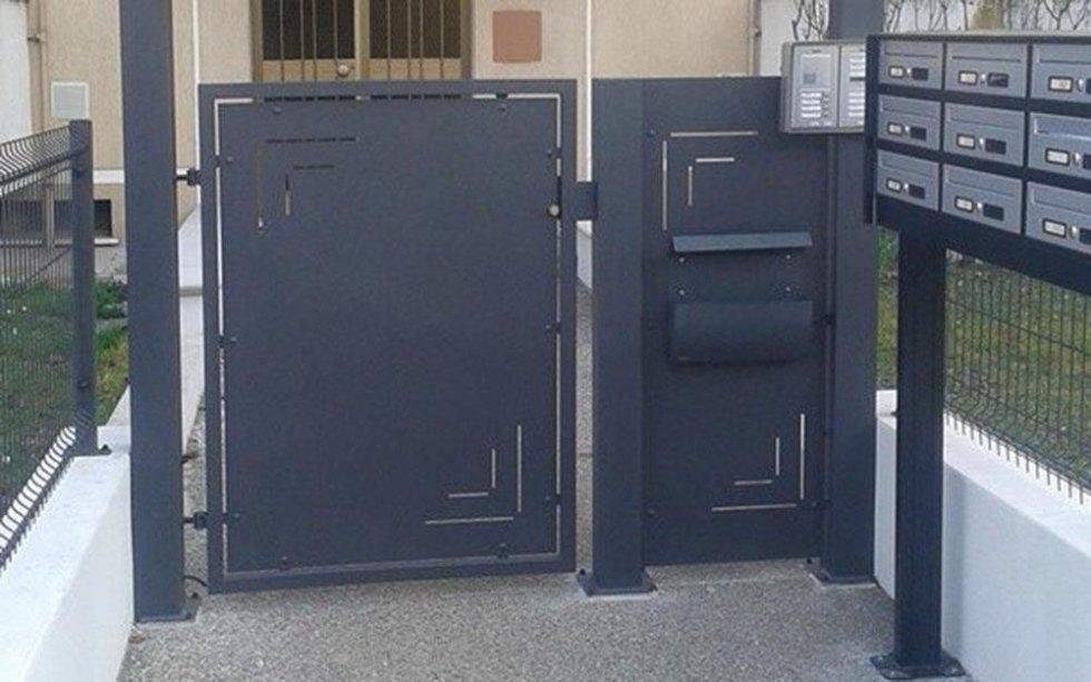 cancello moderno in ferro battuto