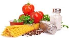 assortimento generi alimentari sale pepe spaghetti
