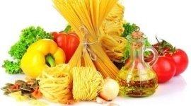 spaghetti, pasta lunga, olio di oliva e peperoni