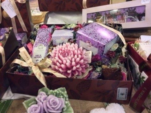 Prodotti cosmetici naturali in confezioni regalo