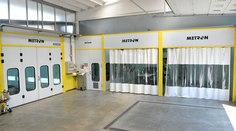 Interno dell'officina Center Motors a Boffalora sopra Ticino