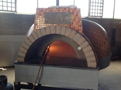 Oven for pizzerias