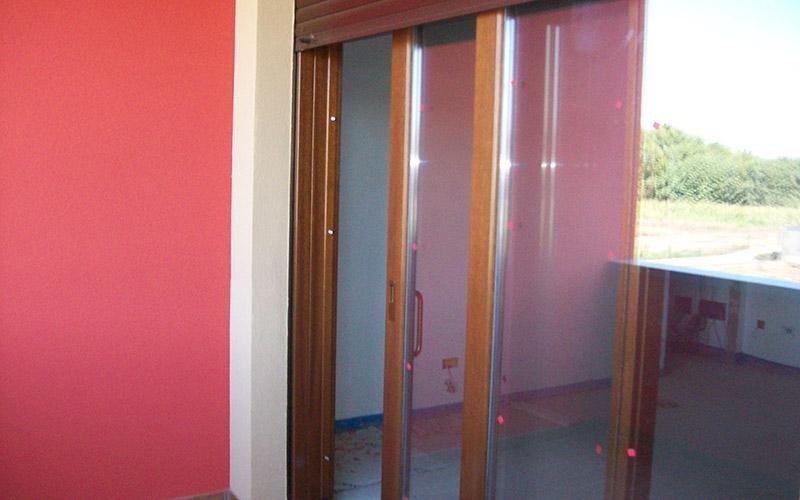 Porta finestra in legno scorrevole
