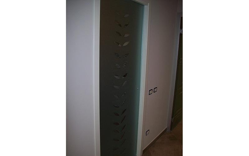 Porta scorrevole decorata