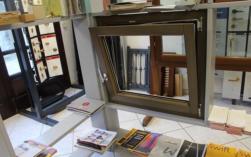 Esposizione finestre in alluminio