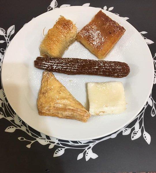 dei dolci tipici egiziani in un piatto