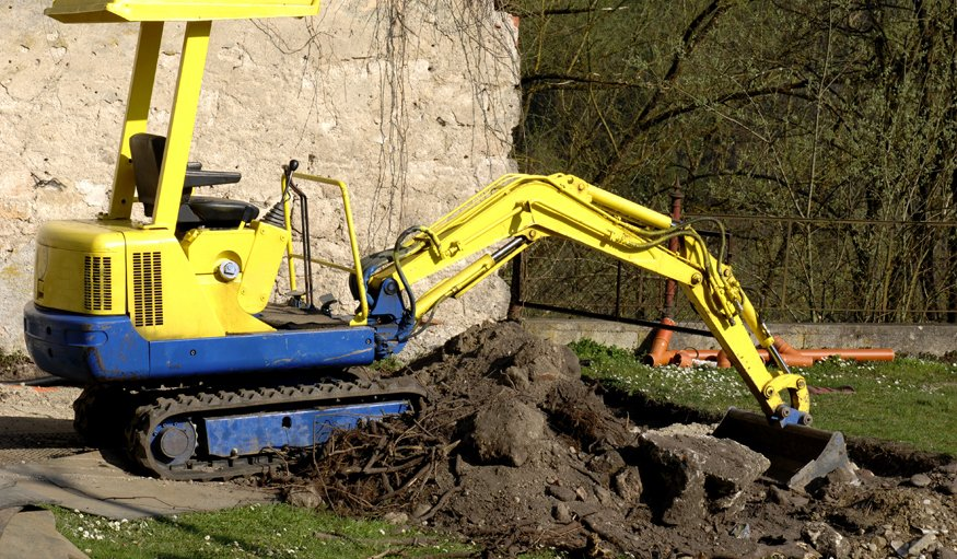 yellow coloured plant machinery
