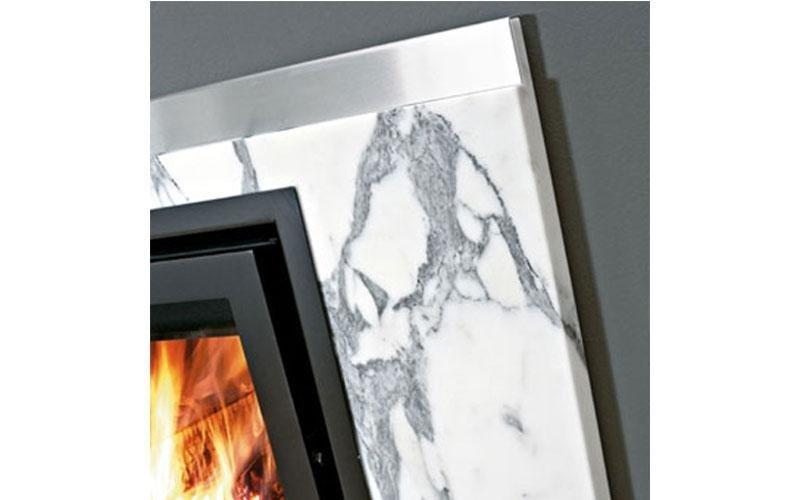 caminetto moderno marmo
