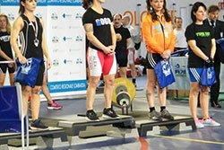 delle atlete su un podio