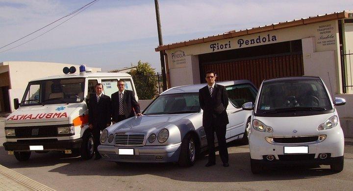carro funebre con personale
