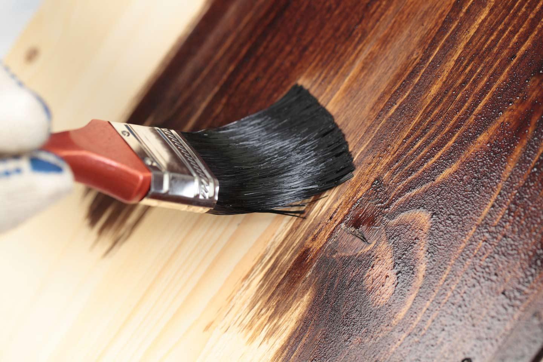 Verniciatura del legno a Cassola