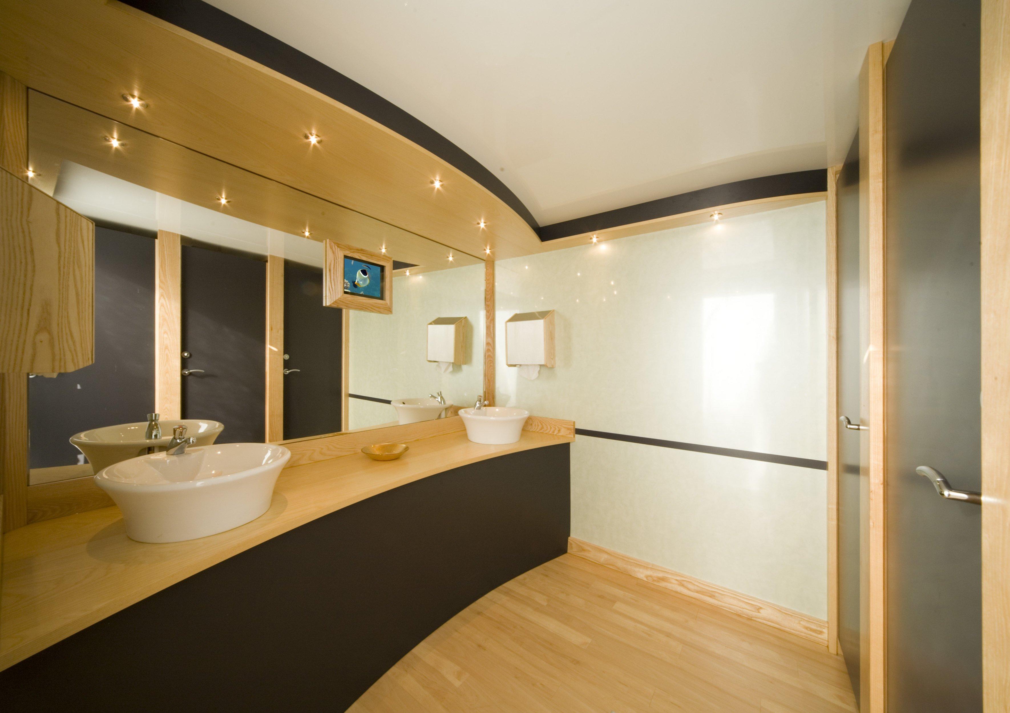 Stunning toilet area