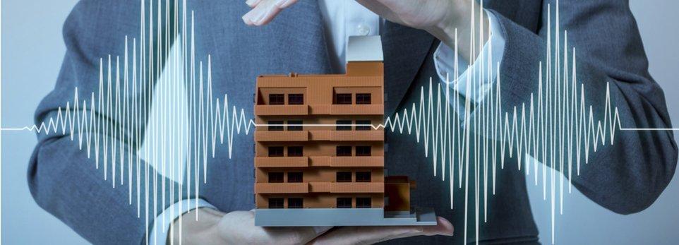 concetto astratto di una costruzione antisismica