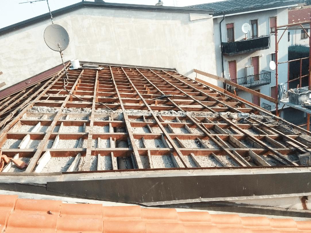 rifacimento di un tetto e una antenna