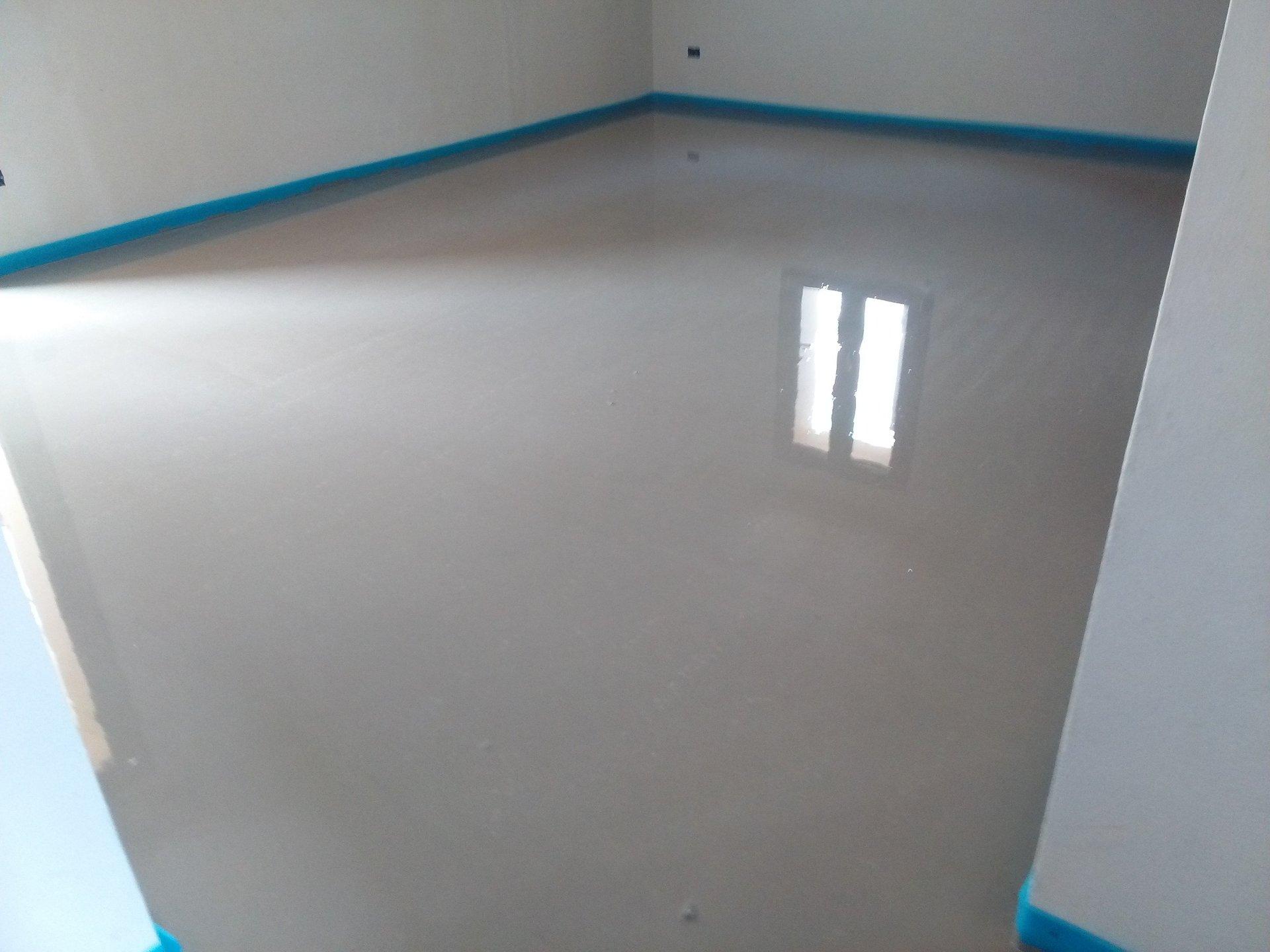 vista interna di una stanza con finestra durante costruzione
