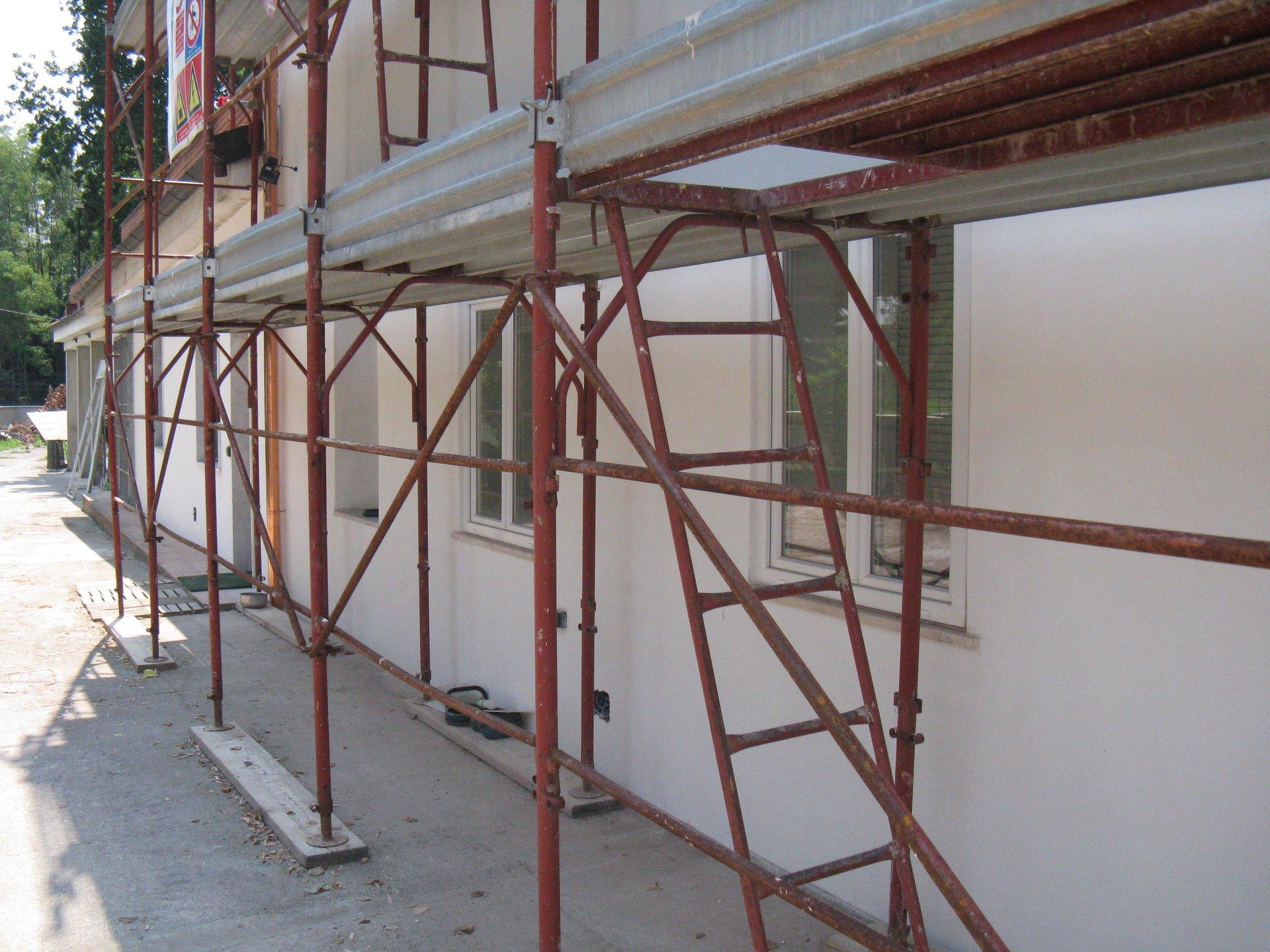 ponteggi in una casa per costruzione-vista laterale