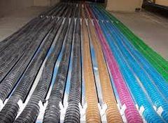 tubi di diversi colori