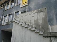 costruzione di un edificio con scala emergenza